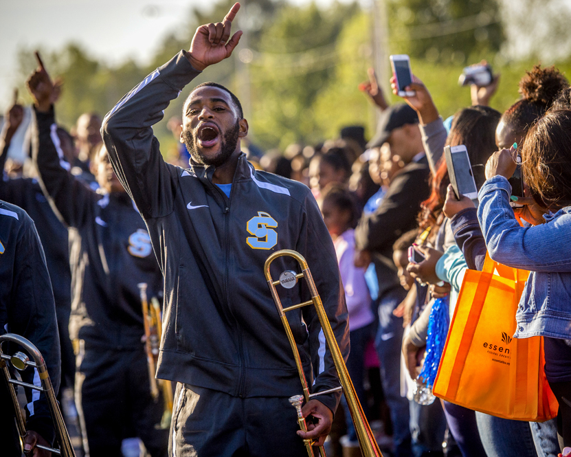 marching band essays Marching and concert bandmarching band and concert band have two completely different concepts however, many high school students consider the word band as being able to play some kind of musical instrument.