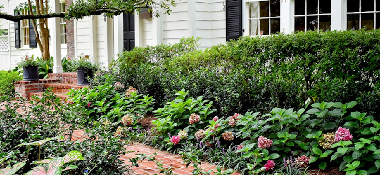 For New Homeowners The Idea Of Landscaping For A First Time May Seem Intimidating But It Doesn T Have To Be 225