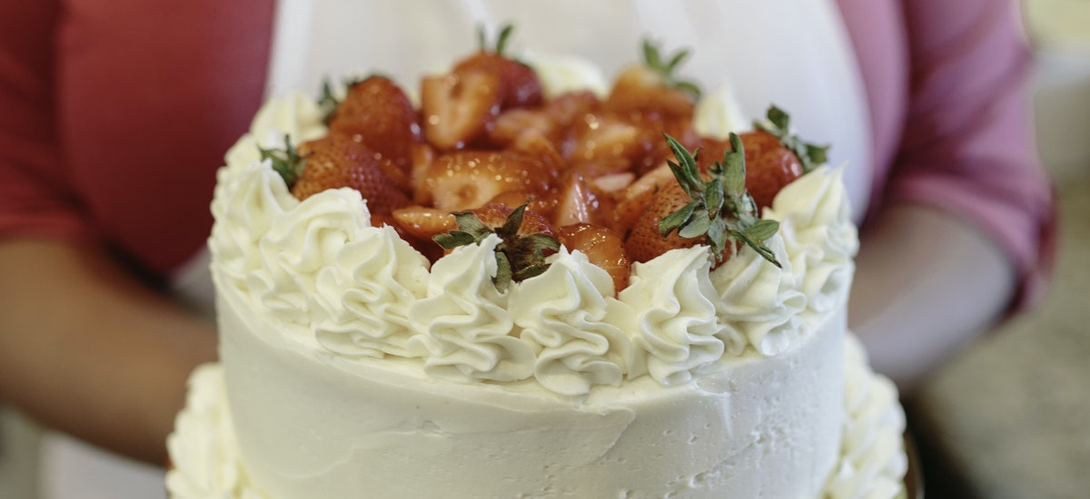 How To Bake And Decorate A Cake With Sugar Alley Pastries