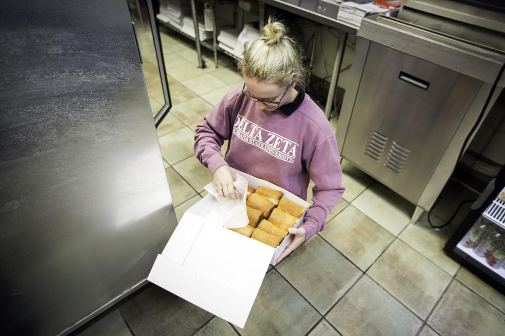 Kolache Kitchen Manager Heidi Dunn Arranges A Dozen Bacon And Cheese Kolaches