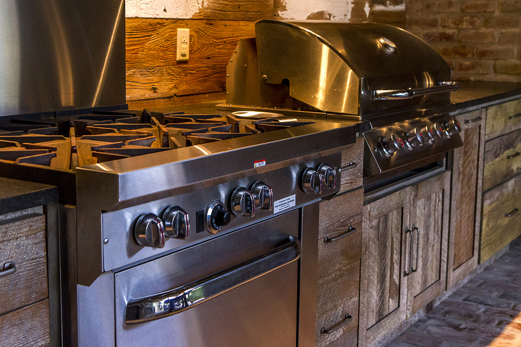 U201cRoland And I Wanted To Build An Outdoor Kitchen Because We Love  Entertaining Family And Friends. We Especially Enjoy Watching LSU Football  Games Here With ...