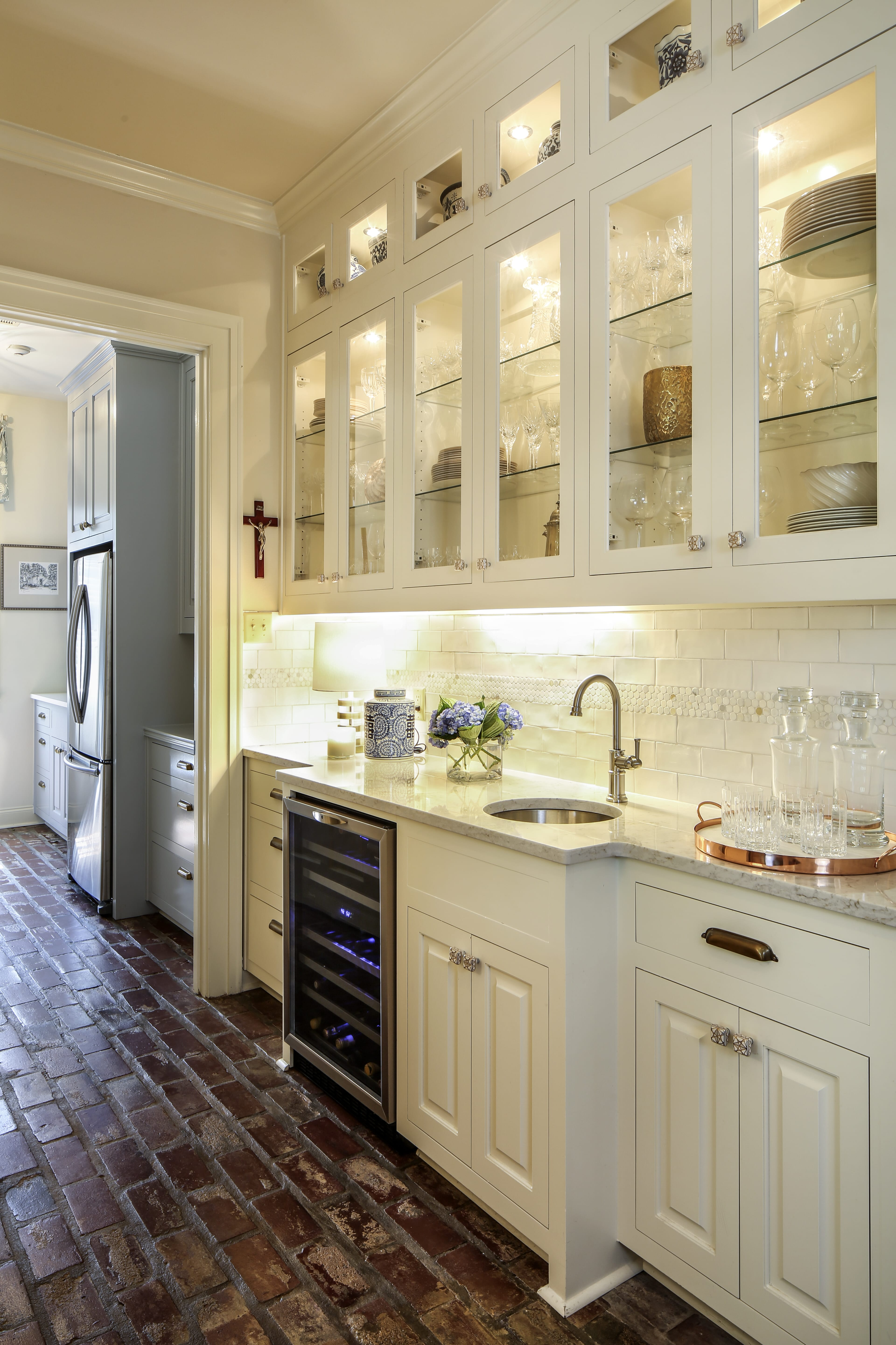 Kakin Todd And Her Acadian House Colleague Adele Merchant Renovated Toddu0027s  Parentsu0027 Kitchen To Include New Glass Front Upper Cabinets That Create A  Sense Of ...